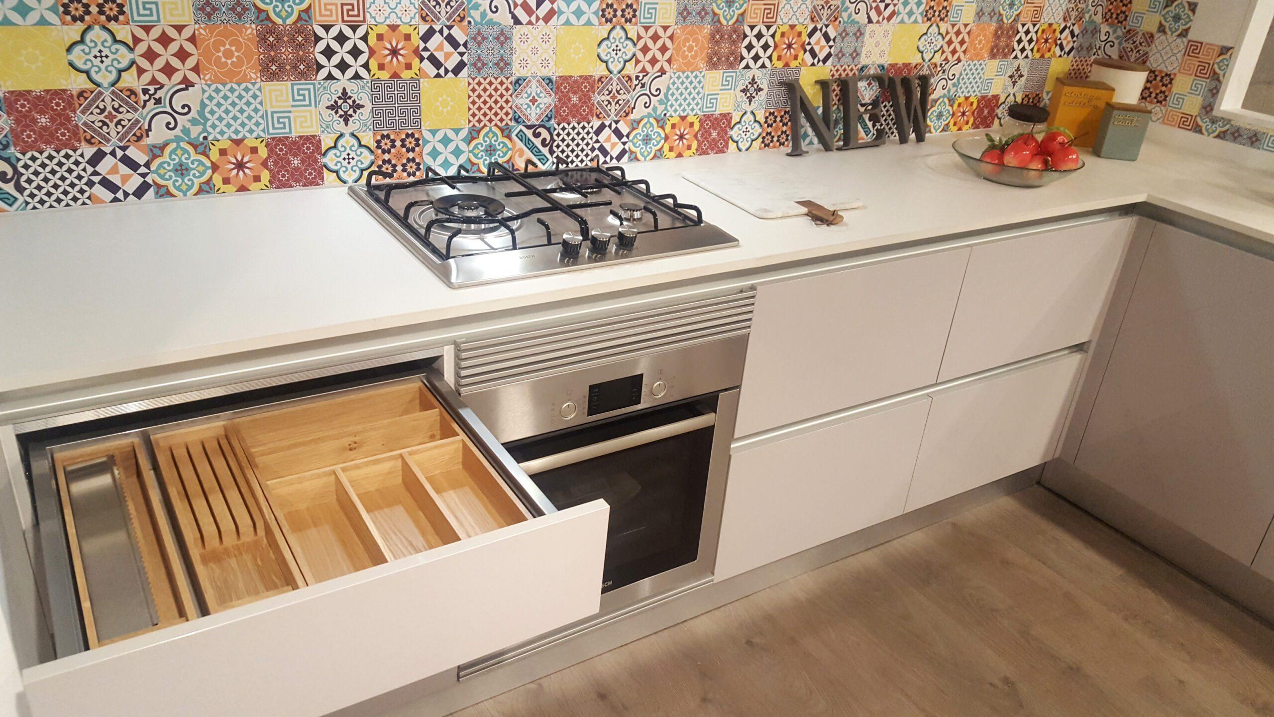 Cajones de cocina equipamiento de cocinas for Cajones para muebles